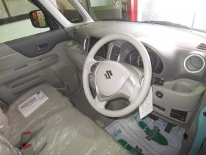 運転席はすっきりしてます デュアルカメラブレーキサポート搭載車です